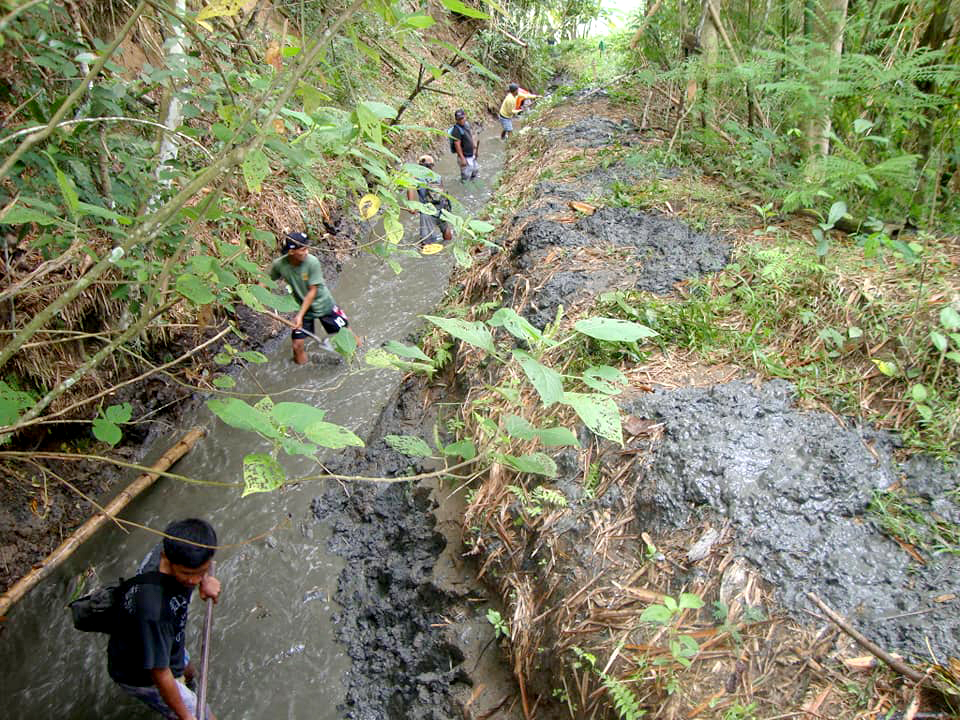 Gunglo ti Mannalon Irrigators Association conducts periodic maintenance of Hapid Irrigation System in Lamut, Ifugao as part of their duties and responsibilities under the Revised IMT Contract. #Photo courtesy of Ifugao SO